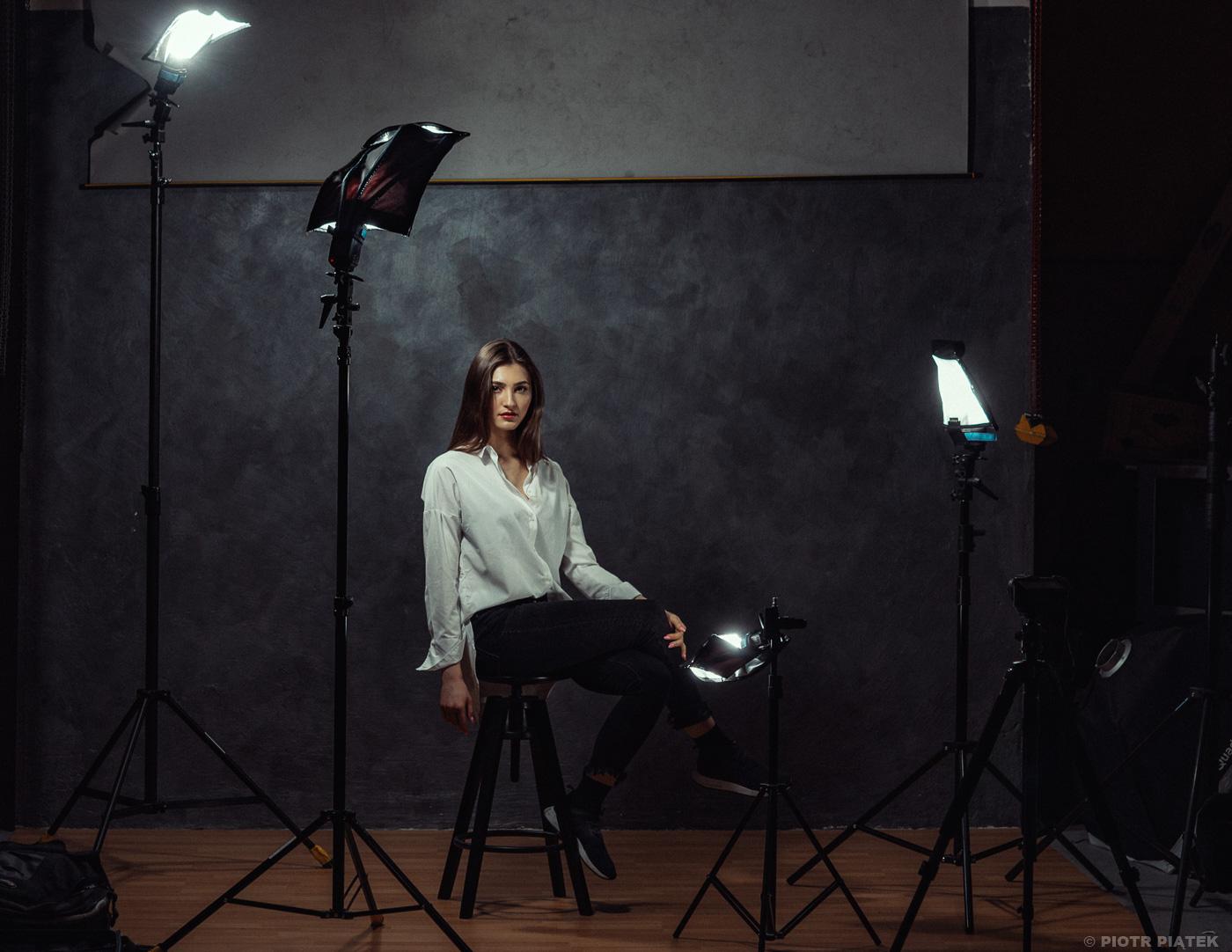 Strobist. Rogue: Flashbender 2 / model: Weronika Ocłoń, foto: Piotr Piątek